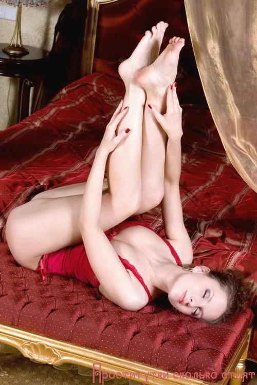 Элишка: мастурбация члена грудью